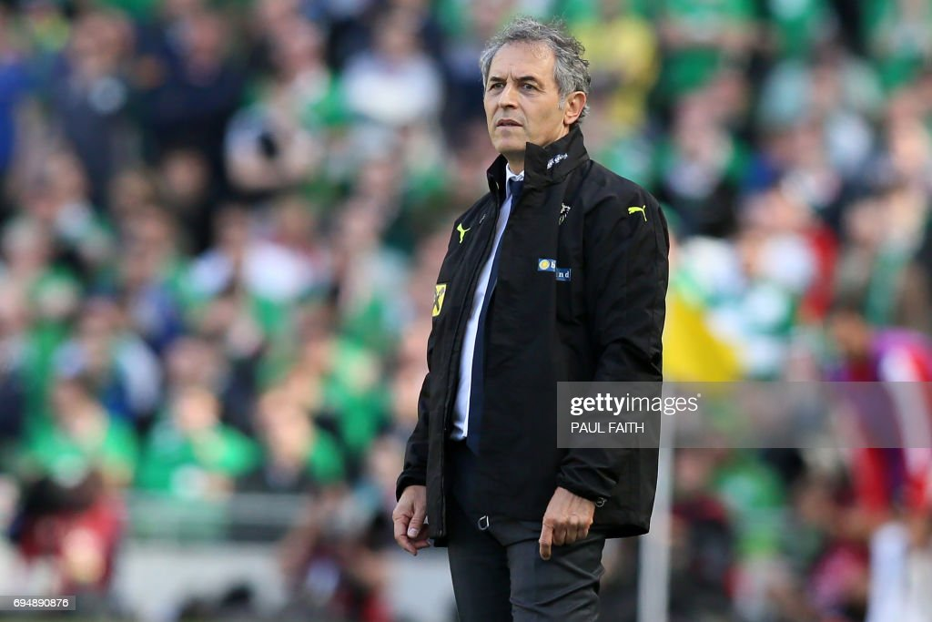 Austria's Swiss coach Marcel Koller watches from the touchline during the group D World Cup qualifying football match between Republic of Ireland and Austria at Aviva stadium in Dublin on June 11, 2017. The game finished 1-1. / AFP PHOTO / Paul FAITH