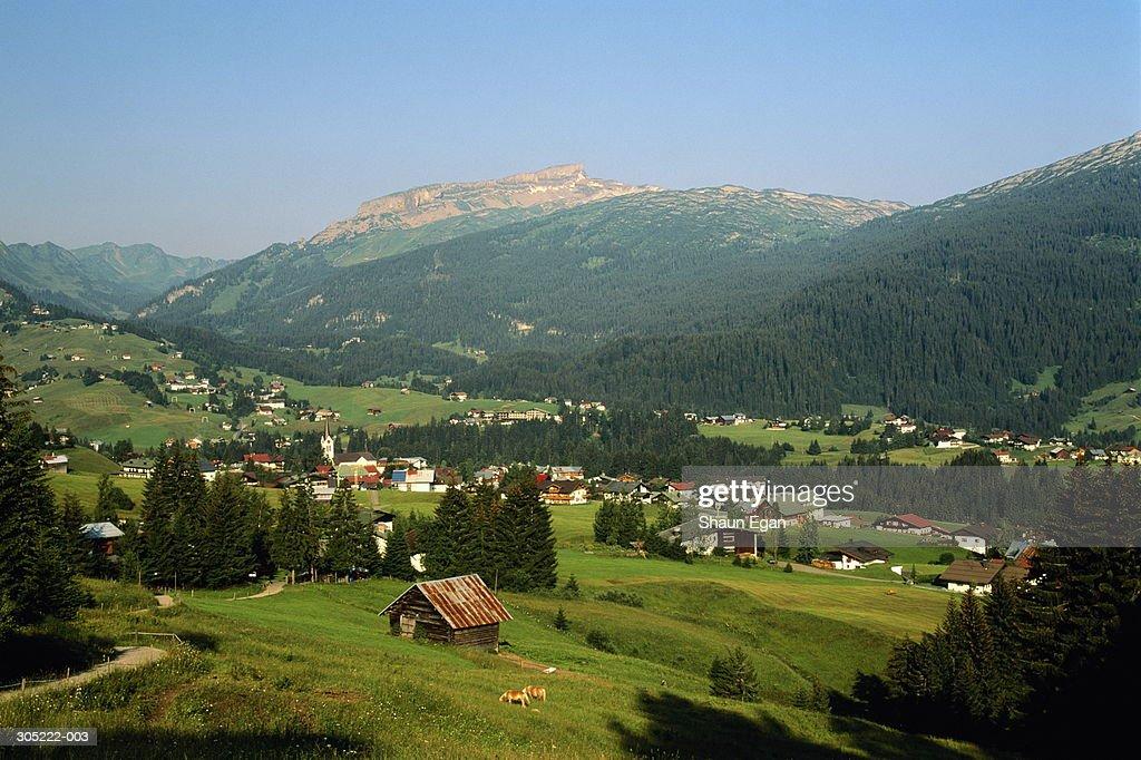 Austria,Vorarlberg,Riezlern, Mount Hoher Ifen in background : Foto de stock