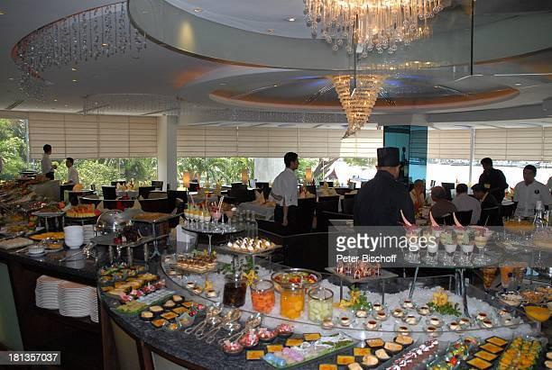 Auswahl an Speisen Buffet Restaurant vom OrientalHotel Bangkok Thailand Essen Pracht Luxus edel Kronleuchter Reise