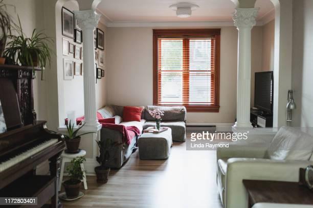 authentic houses - erschwinglich stock-fotos und bilder