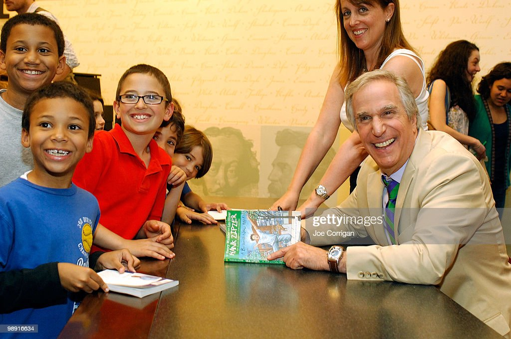 "Henry Winkler Signs Copies Of ""A Brand New Me!"" - May 7, 2010 : News Photo"