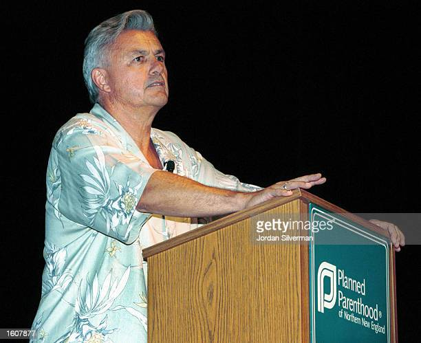 Author John Irving answers questions from the audience after giving a private reading for Planned Parenthood of Northern New England August 7 2001 in...