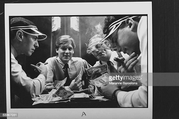 Author Michael Lewis playing liar's poker with three men wearing visors as they scrutinize their dollar bills