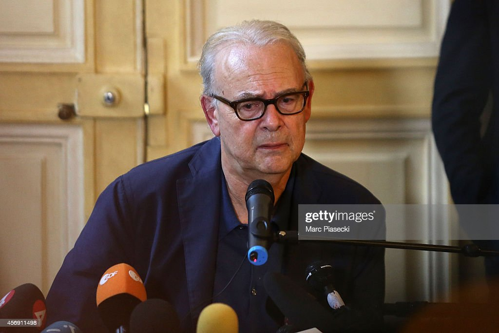 French Author Patrick Modiano -  Nobel Literature Prize - Gives A Press Conference At Gallimard Headquaters In Paris : News Photo