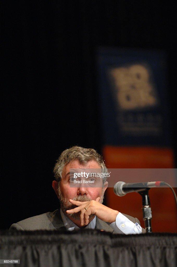 (FILE) - Paul Krugman Wins Nobel Prize in Economics : Fotografia de notícias