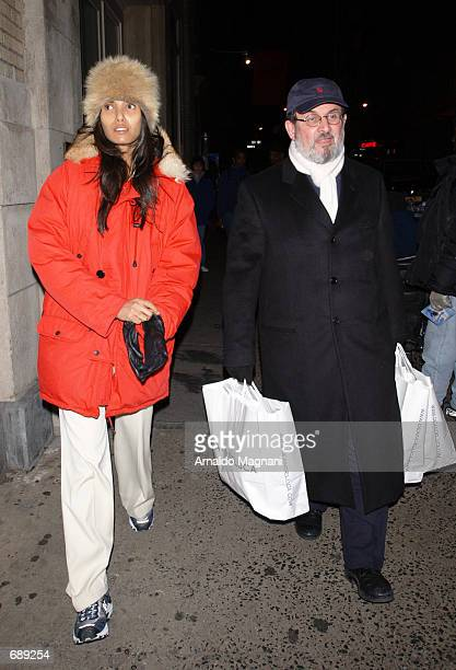 Author Salman Rushdie walks with girlfriend Padma Lakshmi down Broadway December 29 2001 after just exiting Dean Deluca Grocery store in New York City