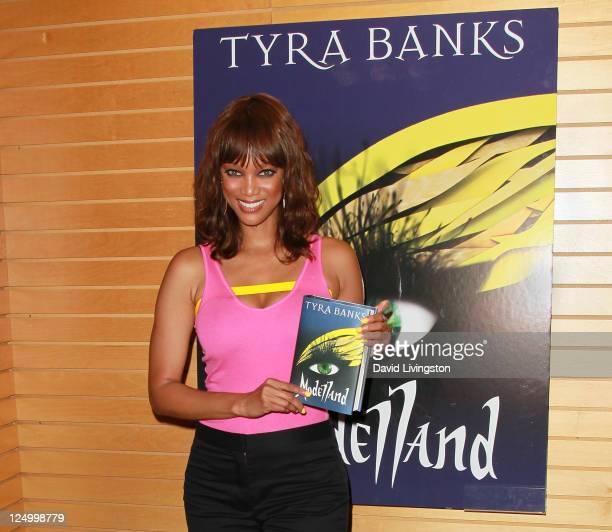 Tyra Banks Novel: Tyra Banks Santa Stock Photos And Pictures