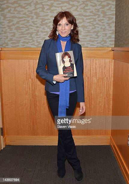 Author/actress Marilu Henner promotes Total Memory Makeover at Barnes Noble 86th Street 2nd Avenue on April 27 2012 in New York City