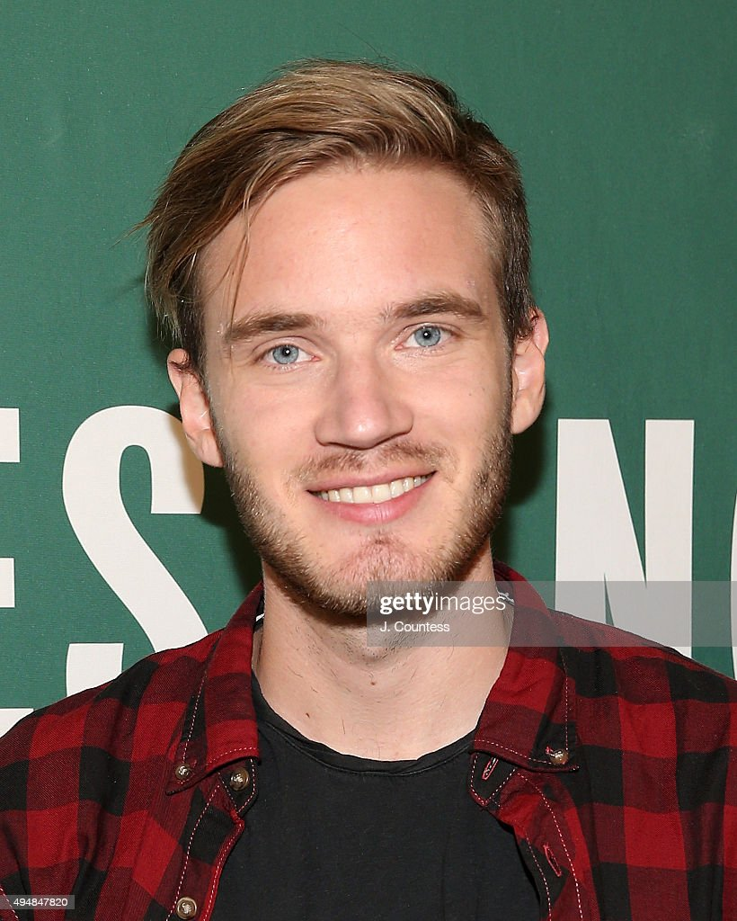"""PewDiePie Signs Copies Of His New Book """"This Book Loves You"""" : News Photo"""