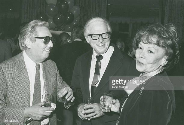 Authors Irving Wallace and Sidney Sheldon and wife Jorja Curtright attend the book party for Thomas Thompson 'Celebrity' on April 9 1982 at the...