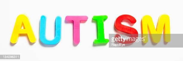 Autism geschrieben in Buchstaben für Kinder