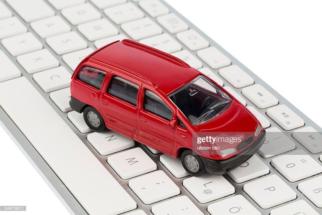 Auto auf Copmputertastatur : News Photo