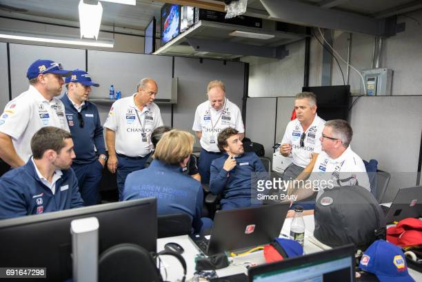 101st Indianapolis 500 Fernando Alonso speaking with team members before race at Indianapolis Motor Speedway Verizon IndyCar Series Indianapolis IN...