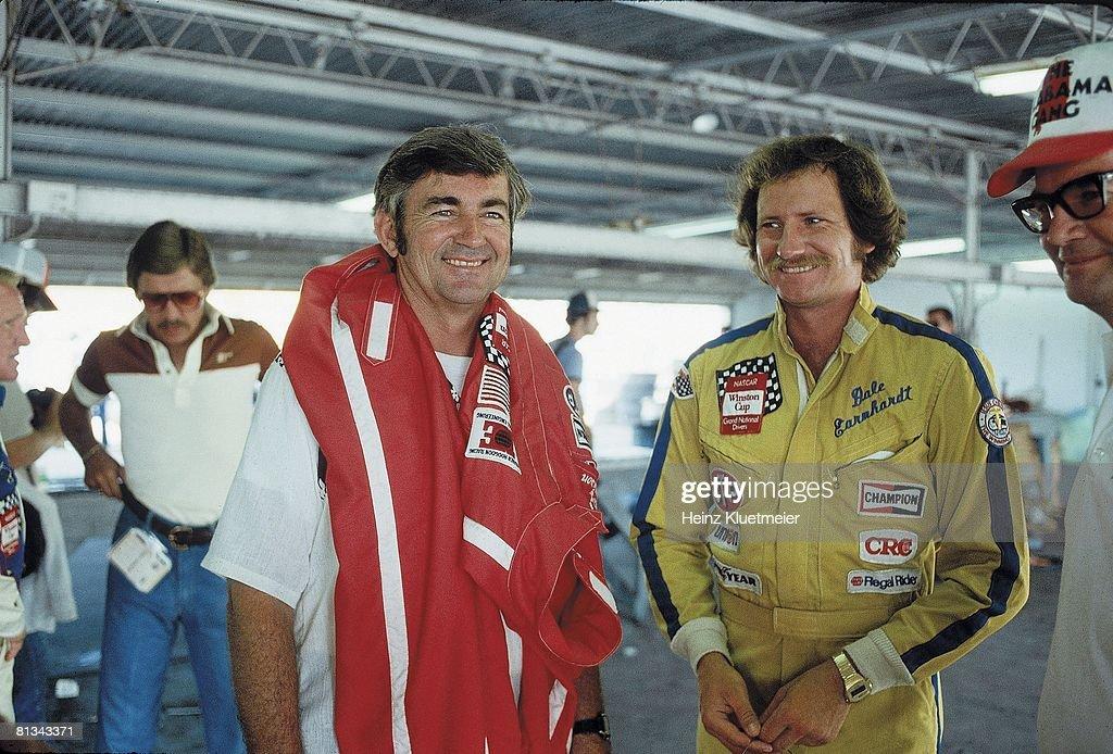 Bobby Allison and Dale Earnhardt, 1980 Firecracker 400 : News Photo