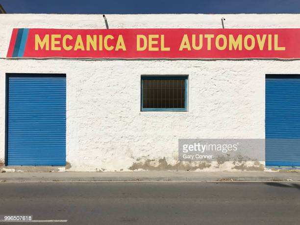 auto repair sign - auto repair shop exterior stock pictures, royalty-free photos & images