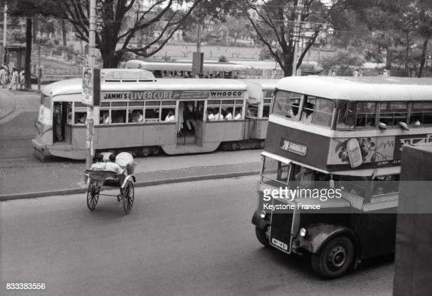 Autobus à 2 étages et tramway à Calcutta Inde