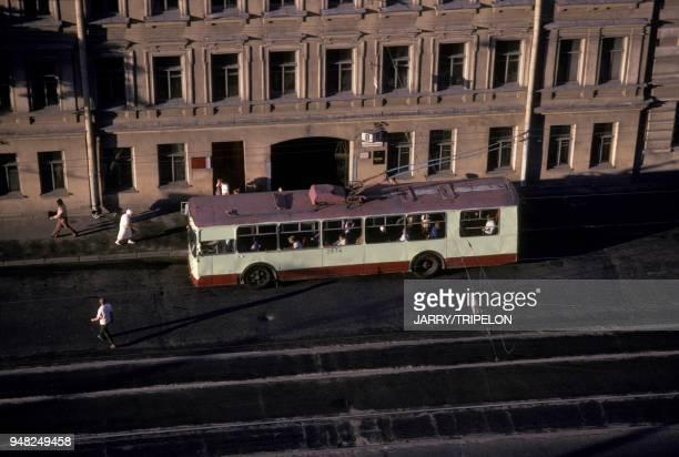 Autobus a un arret en juillet 1988 a Leningrad en Russie