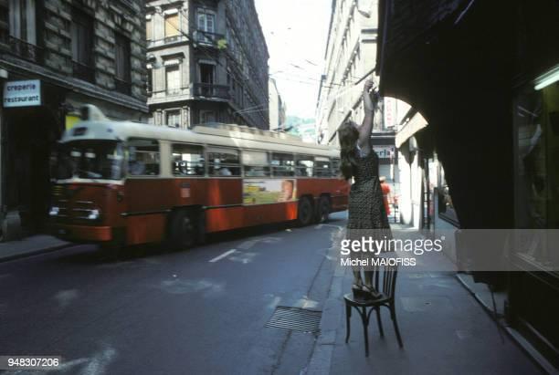 Autobus dans une rue de Paris en juin 1979 France