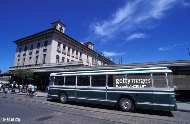 Autobus de la RATP offert par la RATP et l'association 'Cuba Coopération' en juin 1996 à La Havane Cuba