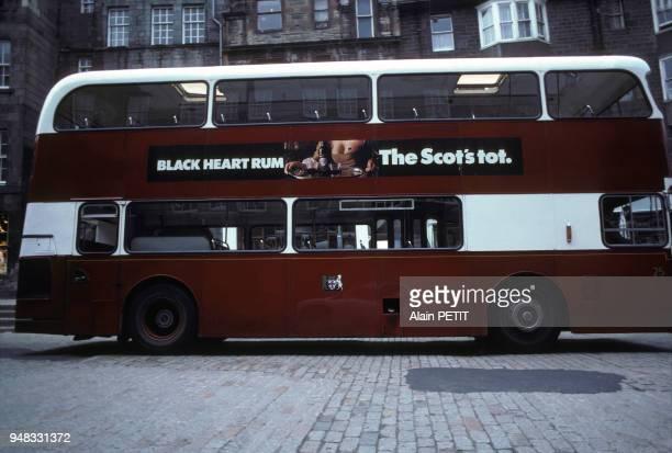 Autobus impérial dans la rue à Edimbourg en Ecosse en août 1980 RoyaumeUni