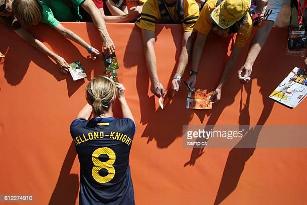 Autogramme fur die Fans Elise Kellond Knight AUS Viertelfinale Quaterfinal Schweden Australien sweden Australia 31 FifA Frauen Fussball WM...