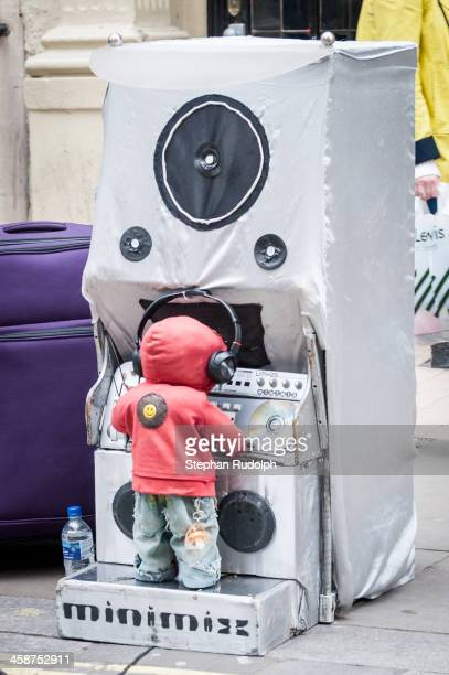 CONTENT] Automated street performing machine