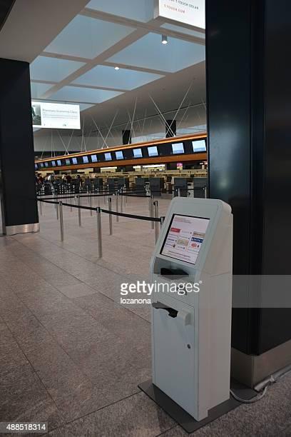 Automatique bureau d'enregistrement à l'aéroport