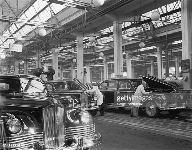 ZIS110 automobiles under construction at the Zavod Imieni Stalina factory Moscow USSR