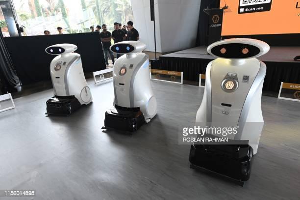 60 Top Autonomous Robot Pictures, Photos and Images - Getty