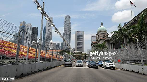 AutoprixSINeconomy by Martin Abbugao Motorists stop at a traffic junction on September 19 2008 where the Marina Bay Street circuit for Formula One's...