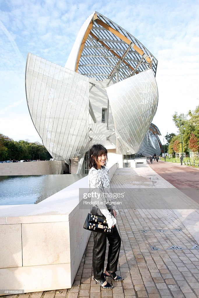 Autor Chen Ran attends the Louis Vuitton show as part of the Paris Fashion Week Womenswear Spring/Summer 2016. Held at Fondation Louis Vuitton on October 7, 2015 in Paris, France.