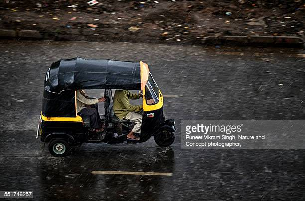 autorickshaw drive in rain - auto rickshaw stock pictures, royalty-free photos & images