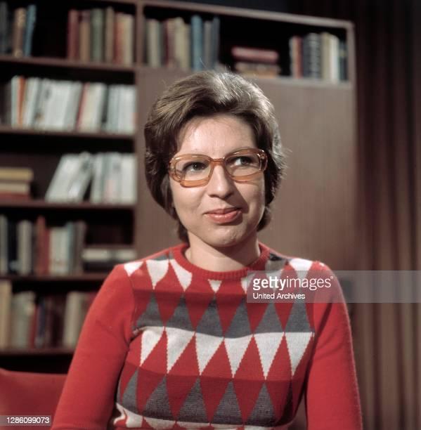 Autorin BARBARA FRISCHMUTH, Sendung im ZDF zum Thema: 'Schreiben Sie noch Briefe?', November 1973..
