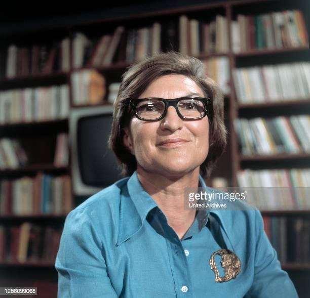 Autorin MELOSINE HUSS, Sendung im ZDF zum Thema: 'Schreiben Sie noch Briefe?', November 1973..