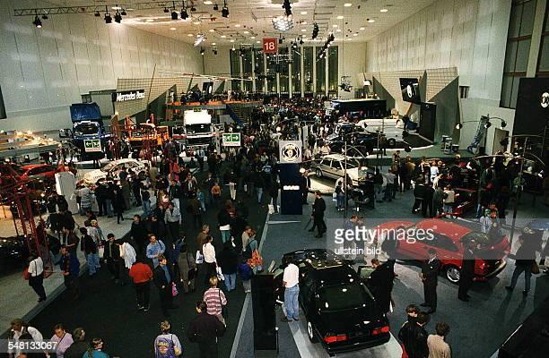 Autos Avus Attraktionen' in den Messehallen unter dem Funkturm Eine der Ausstellungshallen Oktober 1994