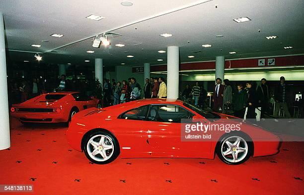 Autos Avus Attraktionen' in den Messehallen unter dem Funkturm Ausstellungshalle von Ferrari Oktober 1994