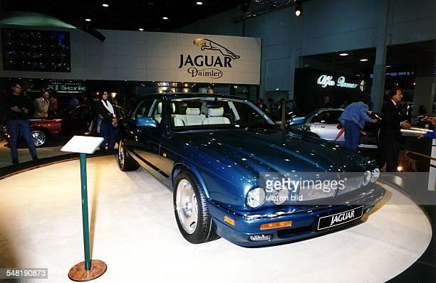 Autos Avus Attraktionen' in den Messehallen unter dem Funkturm Ausstellungshalle von Jaguar Oktober 1994