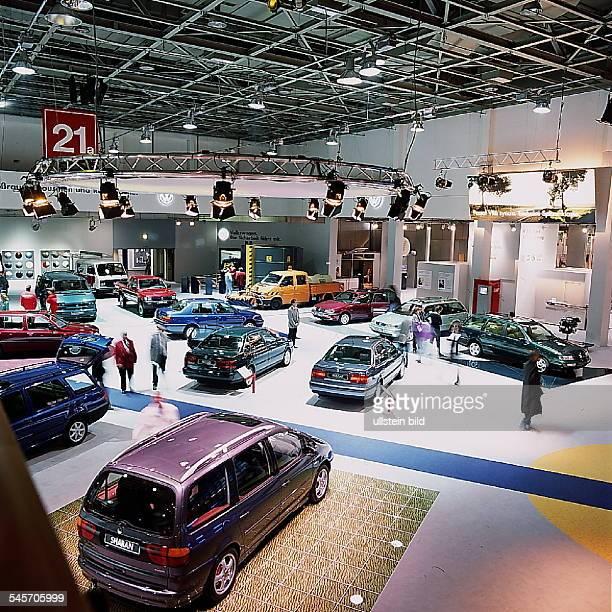 `Autos Avus Attraktionen' in denMessehallen am Funkturm Halle der Volkswagen AG Oktober 1994