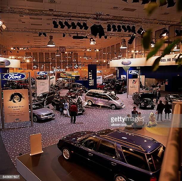 `Autos Avus Attraktionen' in denMessehallen am Funkturm Modelle des Herstellers `Ford' Oktober 1994