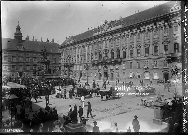 Autriche Hofburg-Vienne releve de garde, between 1900 and 1919.