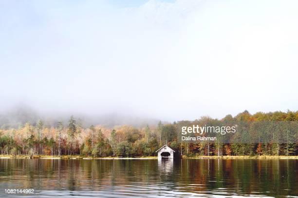 autumn at lake oberssee - 北 ストックフォトと画像