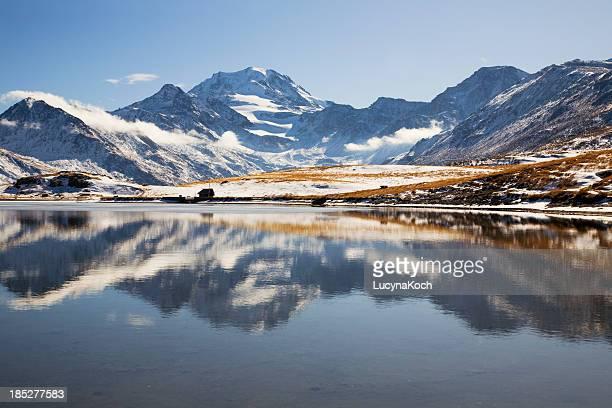 herbst im mountain lake - lucyna koch stock-fotos und bilder