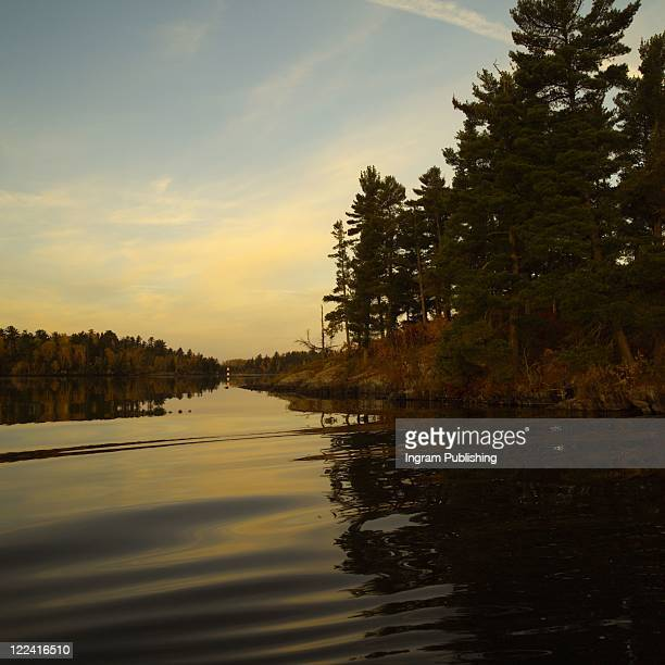 autumn colors at lake of the woods ontario canada - kenora stock pictures, royalty-free photos & images