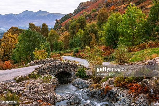 autumn colours, ashness bridge, keswick, lake district, cumbria, england - keswick stock photos and pictures