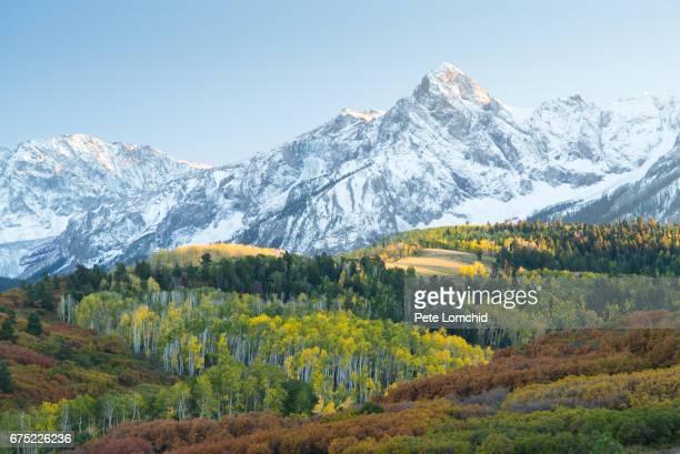 autumn dallas divide, colorado, america, usa - colorado stockfoto's en -beelden