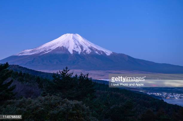autumn fuji scenery at oshino - yamanashi prefecture stock pictures, royalty-free photos & images