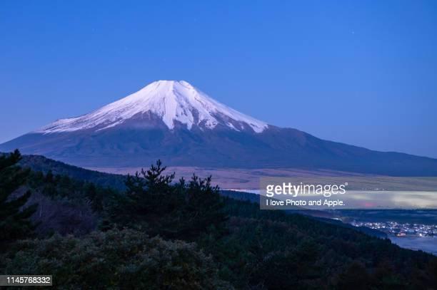 autumn fuji scenery at oshino - 山梨県 ストックフォトと画像