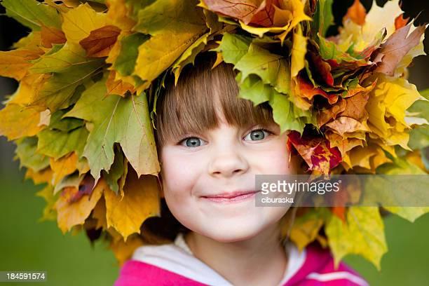 garota de outono - coroa enfeite para cabeça - fotografias e filmes do acervo