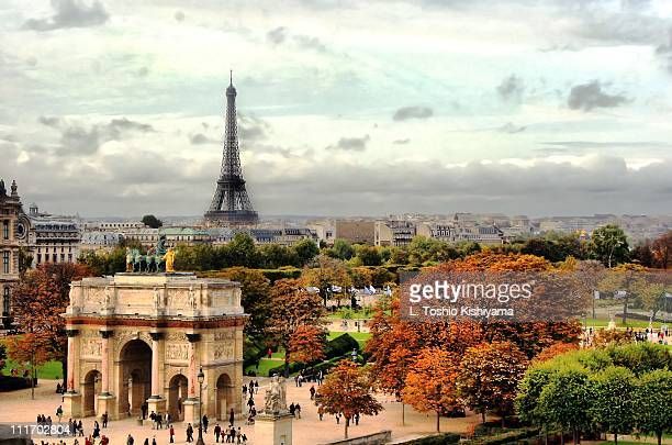 autumn in paris - musee du louvre stock pictures, royalty-free photos & images