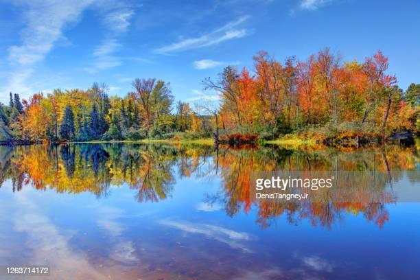 ニューヨークのアディロナック地方の秋 - アメリカ大西洋岸中部 ストックフォトと画像